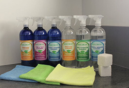 six bottles with three blue and three transparent, it also has cleaning cloths colored blue, green and yellow